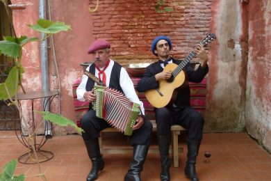 Singers in Areco